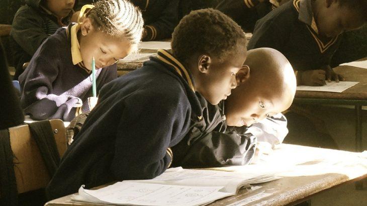 [ボランティア]書き損じはがき11枚で子供が1カ月学校で学べる!