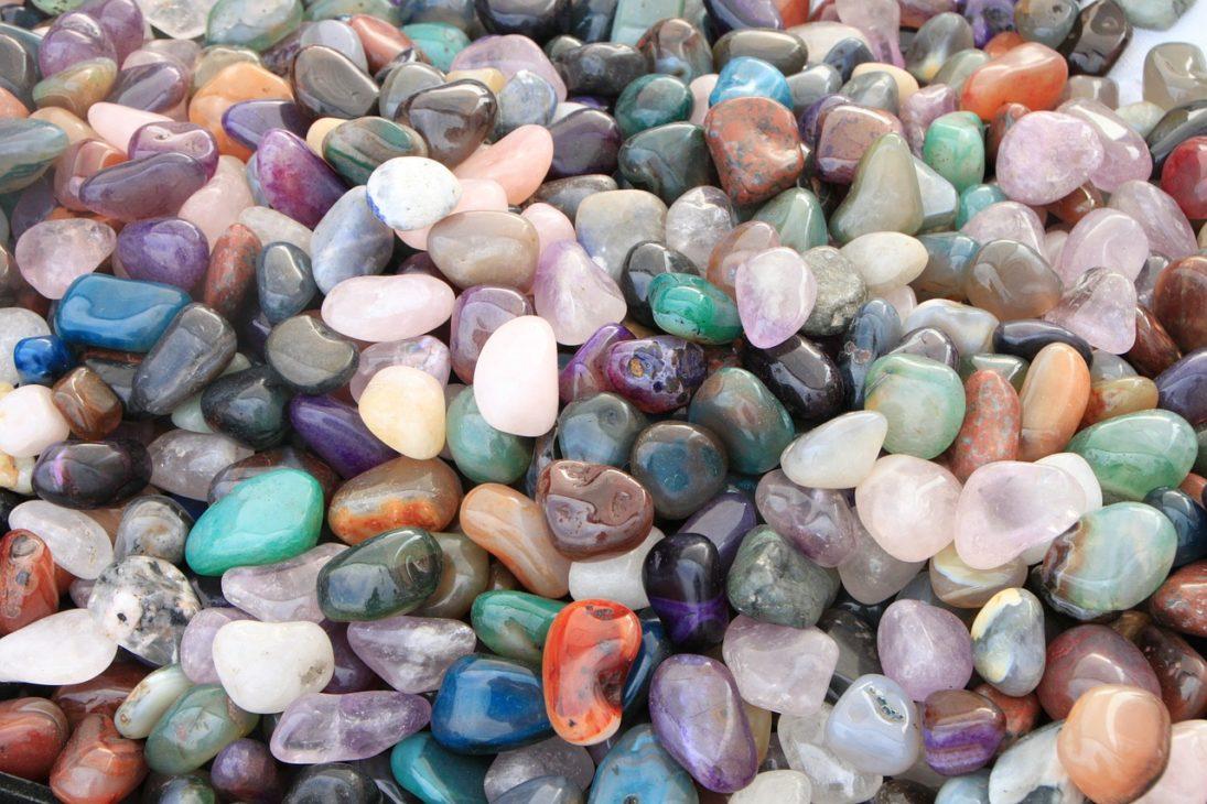 天然石のモルダバイトが欲しい